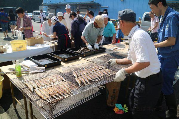 秋刀魚祭り2のフリー素材(市場の写真)