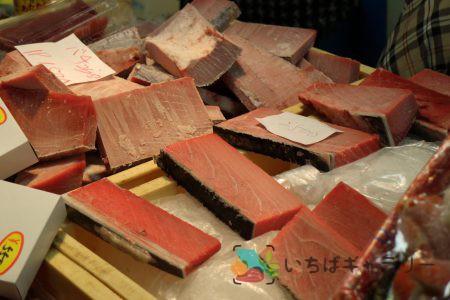 鮪4のフリー素材(市場の写真)