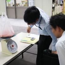 検体の重さを測る