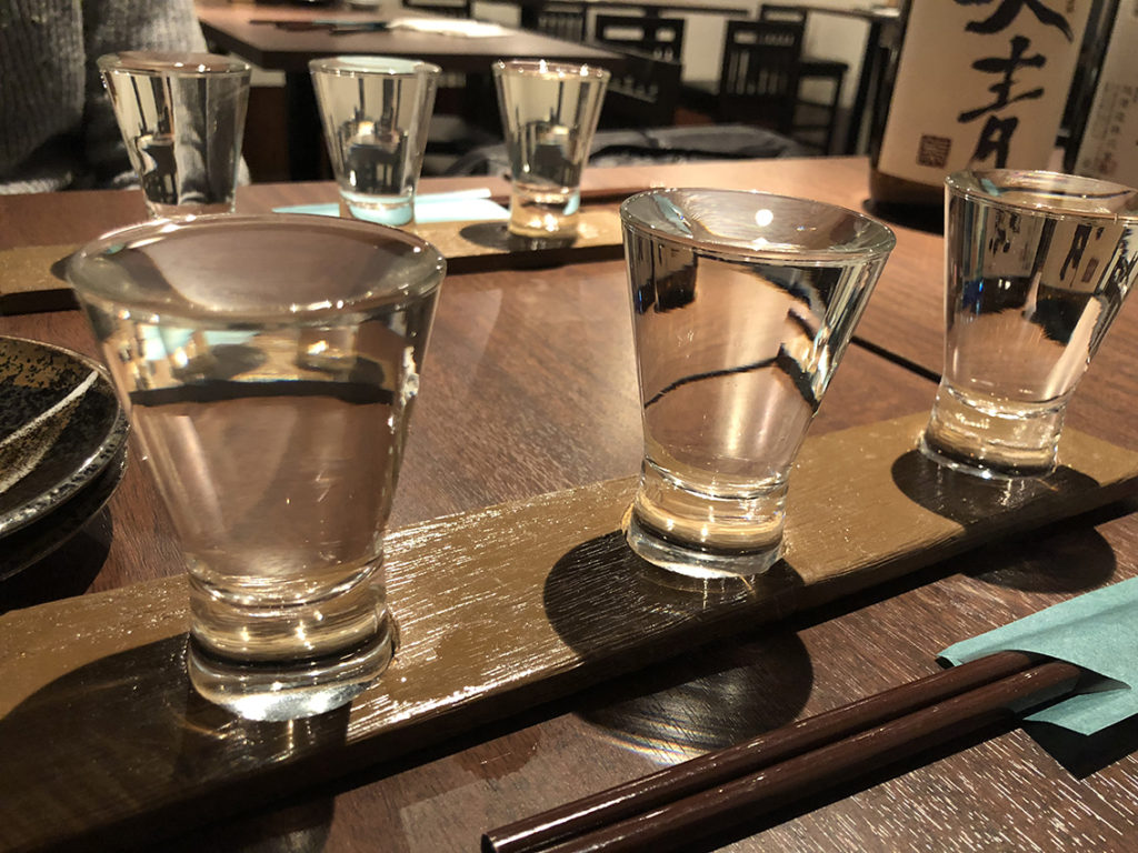 なみなみ注がれた日本酒